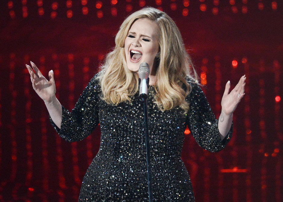 Adele sings Skyfall at the 86th Academy Awards