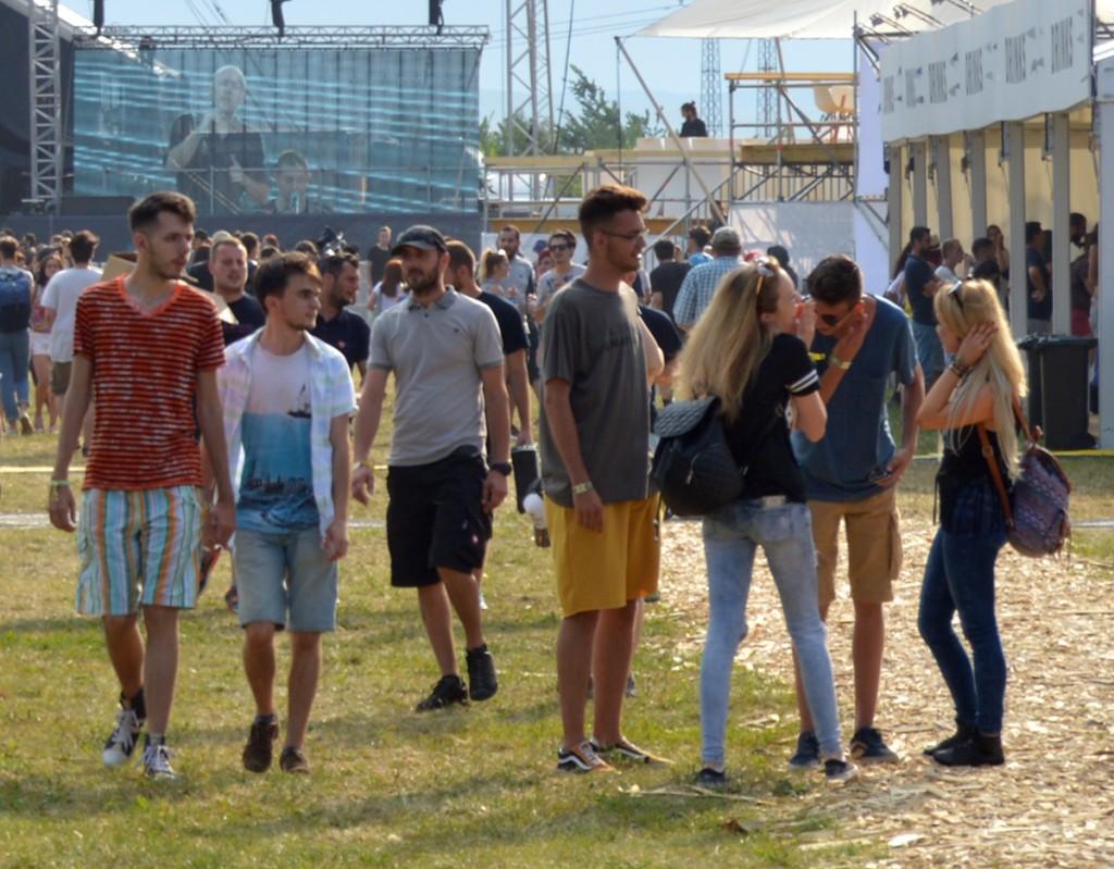 Enya Pete cu prietenii la EC Electric Castle Festival, ediția 2016 Foto Csaba Pete Xaba